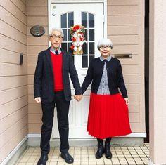 Questa coppia giapponese sta facendo impazzire i social network grazie alle foto dei suoi outfit coordinati. Lo dimostrano i numeri dell'account Instagram bonpon511 - una combinazione dei nomi dei due sposini - che ha raggiunto i 70mila follower in poco più di un anno. Ecco alcuni degli scatti più belli di questa coppia sposata da quasi 40 anni
