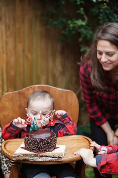 Little Lumberjack Themed Winter Birthday Party .. @kcjw3 if not my future kid, your kid will definitely have this party! ;)