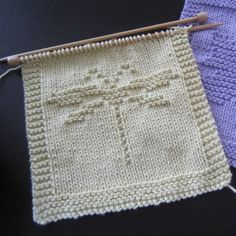Free pattern for a knit dragonfly washcloth.
