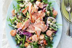 Kikkererwtensalade met zalm - Gegrilde vis in een salade boordevol verse groenten. - Allerhande