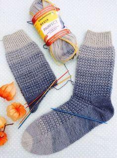14 supertolle Geschenke stricken – mit kostenlosen Anleitungen Knitting Gifts – Christmas, Birthday, Mother's Day – there are many occasions. Crochet Socks, Knitting Socks, Free Knitting, Knit Crochet, Knit Socks, Knitting Blogs, Knitting For Kids, Knitting Tutorials, Knitting Patterns