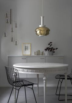 Kitchen by Minna Jones - via Coco Lapine Design Kitchen, ideas, diy, house, indoor, organization, home, design, cook, shelving, backsplash, oven, desk, decorating, bar, storage, table, interior, modern, life hack.