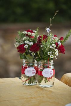 Red Roses and Daisies filled in mason jar wedding centerpieces. Here're some creative ways you can utilize the mason jar wedding centerpieces Yellow Wedding Flowers, Wedding Table Flowers, Wedding Table Decorations, Diy Flowers, Wedding Bouquet, Red And White Wedding Decorations, Flowers Vase, Simple Flowers, Wedding Centerpieces Mason Jars