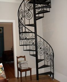 Escada caracol faz a diferença na decoração e espaço Mais