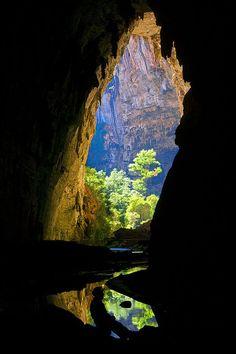 Gruta do Janelão,  é uma caverna de calcário localizada dentro do Parque Nacional Cavernas do Peruaçu, em Januária, Minas Gerais, Brasil. Esta caverna é a maior no vale, com 4.740 m de extensão e elevação de 176 m. Com várias clarabóias que deixam o sol entrar, formam-se pequenas florestas que se assemelham a jardins japoneses pela delicadeza e harmonia, nas margens do rio Peruaçu, que atravessa a gruta Janelão. Aqui se encontra a maior estalactite já registrada,  com 28 m de comprimento.
