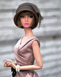 Plush animals buildings, many methods from traditional wood-based houses to effectively Barbie Dreamhouses. Beautiful Barbie Dolls, Pretty Dolls, Barbie Life, Barbie World, Fashion Royalty Dolls, Fashion Dolls, Original Barbie Doll, Poppy Doll, Diva Dolls