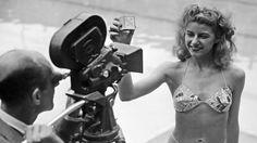 Zeventig jaar geleden presenteerde de Franse ontwerper Réard het eerste tweedelige badpak met de naam bikini.
