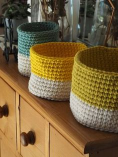 Trio de corbeilles au crochet - Tuto The Effective Pictures We Offer You About Randmaschen Stricken Crochet Diy, Manta Crochet, Crochet Gifts, Filet Crochet, Crochet Hooks, Crochet Baskets, Plaid Crochet, Crochet Amigurumi, Crochet Ideas