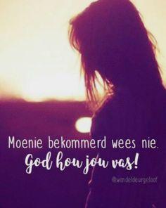 Moenie bekommerd wees nie...God hou jou vas... #Afrikaans @wandeldeurgeloof #Don't #Heartaches&Hardships #worry Afrikaans Quotes, No Worries, Good Morning, Prayers, God, Random, Inspiration, Buen Dia, Dios