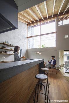 和泉の家 Kitchen Inspirations, House Design, Home Kitchens, Interior Renovation, Interior, Kitchen Design, Concrete Kitchen Island, Industrial Kitchen Design, Home Decor