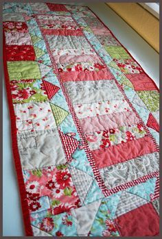 Table Topper Tutorial ...... If this were for a bed it would be perfect. I really like handmade quilts