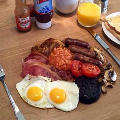 The Fry Up Police (@fryuppolice) on Twitter Great British, Street Food, Breakfast Ideas, Great Recipes, Catering, Sausage, Fries, Police, Roast