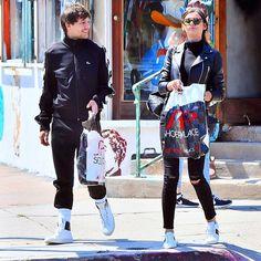 "THE WAY HES LOOKING AT HER Eleanor and Louis in LA 4/9 // #eleanorcalder #louistomlinson #elounor"""