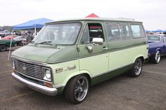 Old Vintage Cars, Vintage Vans, Gm Trucks, Chevy Trucks, Station Wagon, 1000 Projects, Chevy For Sale, Chevrolet Van, Chevy Vehicles
