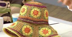 Zeynep Tufan tells how to make a patterned hat made of paper thread.- Zeynep Tufan tells how to make a patterned hat made of paper thread. Crochet Hood, Crochet Beret, Hand Crochet, Knitted Hats, Sweater Knitting Patterns, Easy Crochet Patterns, Crochet Crafts, Crochet Projects, Sombrero A Crochet