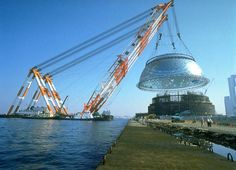 Osaka Maritime Museum by Paul Andreu, a tonne capacity floating crane was used to lift the dome Crane Construction, Heavy Construction Equipment, Heavy Equipment, Construction Machines, Osaka, Ing Civil, Crawler Crane, Industrial Machine, Road Train