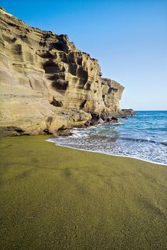 hawaii green sand beach I was so scared climbing down the cliff though the anxiety wears off quickly when you see the emerald green sand. Hawaii Resorts, Hawaii Vacation, Hawaii Travel, Travel Usa, Aloha Hawaii, Vacation Destinations, Vacation Spots, Vacations, Best Photography Websites