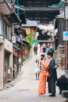 Bride and groom in traditional Japanese kimono wedding outfits // Ghia Jun and Zee Yin's Engagement Shoot in Kyoto, Japan