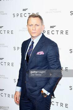 Actor Daniel Craig attends Spectre' Paris Premiere at Le Grand Rex on October 29 2015 in Paris France Estilo James Bond, James Bond Style, New James Bond, Rachel Weisz, Daniel Craig James Bond, Le Grand Rex, Daniel Graig, Classy Suits, Nice Suits