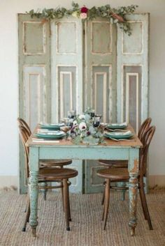 Shabby chic dining room ideas décor colors furniture and accents that characterize a Shabby Chic design along with a handful of pictorial examples Shabby Chic Dining Room, Shabby Chic Farmhouse, Shabby Chic Homes, Shabby Chic Tables, Farmhouse Table, Farmhouse Decor, Rustic Table, Country Farmhouse, Rustic Chic