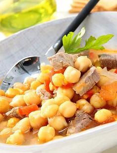 Garbanzos con carne y tomate Nut Recipes, Salad Recipes, Cooking Recipes, Spanish Cuisine, Chana Masala, Fruit Salad, Stew, Tapas, Food And Drink