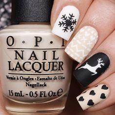 Pretty Christmas nail art. Winter nail design trens.