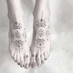65 Charming Tattoo Designs All introverts will appreciate (Part 2 - 65 Charme Tattoo Designs Tous les introvertis apprécierai (Part 2 65 Charme Tattoo Designs All introverts will appreciate (Part Tattoos For Women Flowers, Foot Tattoos For Women, Leg Tattoo Men, Flower Tattoos, Tattoos For Guys, Toe Tattoos, Body Art Tattoos, Tribal Tattoos, Small Tattoos