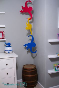 DIY Jumbo Hanging Barrel of Monkeys - We made these for our son's Disney & Toy Story nursery! Toy Story Nursery, Toy Story Bedroom, Toy Story Theme, Toy Story Birthday, Toy Story Party, 3rd Birthday, Cumple Toy Story, Festa Toy Story, Disney Rooms