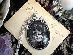 "Duży medalion ""Noc"" - Victorian----rose - Medaliony"