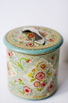@Kristy Leritz this tin reminds me of the ones you and Danielle have. Every time I'm at the thrift store I try to find one just like yours to keep in my room!