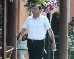 Bihor - Primar retinut pentru frauda Button Down Shirt, Men Casual, Shirt Dress, Mens Tops, Shirts, Fashion, Moda, Dress Shirt, Shirtdress