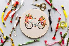 Gesticktes Fahrrad mit Korb mit Blumen Stickerei -& Embroidered bicycle with basket of flowers Embroidery & The post Embroidered bicycle with basket of flowers embroidery -& appeared first on Embroidery and Stitching. Floral Embroidery Patterns, Hardanger Embroidery, Learn Embroidery, Hand Embroidery Stitches, Silk Ribbon Embroidery, Embroidery Hoop Art, Hand Embroidery Designs, Embroidery Techniques, Cross Stitch Embroidery