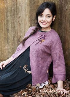 Mamatayoe. Colección Otoño - Invierno 2015. -Chaqueta rematada con blonda| Jacket decorated with lace |Veste ornée de dentelle| Giacca ricamata con pizzo. Cabin In The Woods, Cottage In The Woods, Fall Winter, Sweaters, Dresses, Fashion, Fall Winter 2015, Jackets, Trends