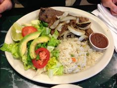 Carne Asada Missing the platanos on the side:) Mexican Dishes, Mexican Food Recipes, New Recipes, Cooking Recipes, Ethnic Recipes, Carne Asada, Latin American Food, Latin Food, El Salvador Food