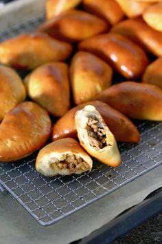 Tex mex-lihapiirakat uunissa - Suklaapossu Tex Mex, Empanadas, Savory Pastry, No Salt Recipes, Picky Eaters, Easy Cooking, No Bake Cake, Hot Dog Buns, Food Inspiration