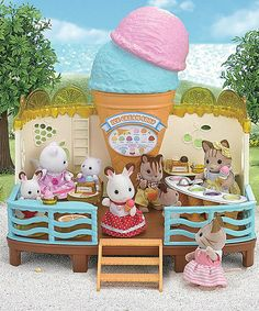 Take a look at this Calico Critters Seaside Ice Cream Shop Play Set today!