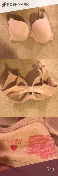🎋Victoria's Secret Tshirt Bra Size 36DD Good condition. I find these do run small. Small amount of wear. (See photos) Victoria's Secret Intimates & Sleepwear Bras
