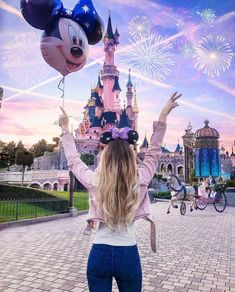 Uploaded by Find images and videos about disney and girl on We Heart It - the app to get lost in what you love. Disneyland Paris, Disney Em Paris, Disneyland Photos, Disneyland Outfit Summer, Disney World Fotos, Cute Disney Pictures, Disney World Pictures, Disneyland Photography, Paris Photography