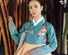 Korean traditional clothes.[dress] #한복 #hanbok #베틀한복 #여자한복 #전통한복 #자수 #flower #pattern #고급한복 #한복맞춤 #전통