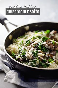Garlic Butter Mushroom Risotto - super simple vegetarian risotto loaded with garlic, butter, white wine, and Parmesan. 370 calories. |