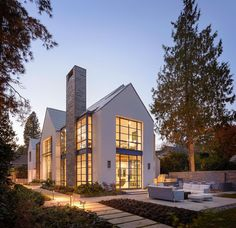 Lakefront House A contemporary interpretation of the Shingle Style, this house on a narrow lot on Lake Washington features steel sash windows, zinc roof shingles, and crisply tailored details. Arch…