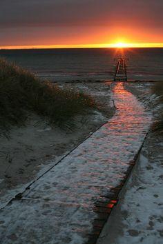 Min vinterfavorit - Bilder Ljunghusen, Sverige Welcome To Sweden, About Sweden, Vikings, Scandinavian, Sunrise, Ocean, Places, Nature, Travel