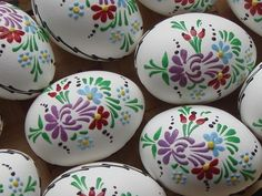 Kraslice, Hand painted Easter Eggs (made in the Czech Republic) Egg Crafts, Easter Crafts, Egg Rock, Polish Easter, Easter Egg Designs, Ukrainian Easter Eggs, Egg Art, Easter Holidays, Egg Decorating