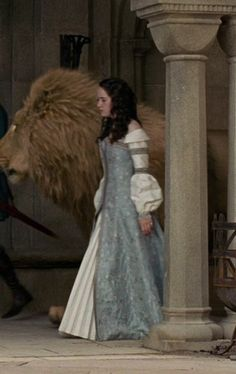 Loved this dress on Queen Susan in The Chronicles of Narnia: Prince Caspian