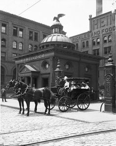 Carriage near the Time Office and the H.J. Heinz Company plant, Pittsburgh, 1903. H.J. Heinz Company, Library and Archives Division, Senator John Heinz History Center. [University of Pittsburgh Digital Archives]