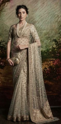 Best Saree for the modern women.Are you looking at the Elegant Designer Indian SariElegant Design Indian Sari or Modern Sari Goto web link above for more info - Beautiful Sarees Indian Wedding Outfits, Bridal Outfits, Indian Outfits, Bridal Lehenga, Saree Wedding, Designer Sarees Wedding, Sabyasachi Sarees, Bollywood Saree, Bollywood Fashion