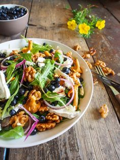 Chantarelle-blueberry and goat cheese salad with caramelised walnuts