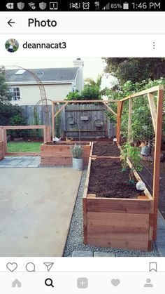 Raised Garden Beds Patio Garden Planning - - Raised Garden Be Backyard Vegetable Gardens, Veg Garden, Vegetable Garden Design, Edible Garden, Garden Trellis, Garden Bed Layout, Garden Organization, Raised Garden Beds, Raised Beds