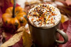 15 Delicious Specialty Coffee Recipes for Fall - Autumn coffee - Coffee Halloween Look, Halloween Drinks, Halloween Pictures, Halloween Treats, Happy Halloween, Spiced Coffee, Autumn Coffee, Fall Drinks, Pumpkin Pie Spice