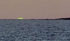 Flash Verde,  Se trata tan solo de un fenómeno óptico atmosférico que ocurre poco después de la puesta de sol o antes de la salida del sol, en el que se puede ver un punto verde por uno o dos segundos, sobre la posición del sol.
